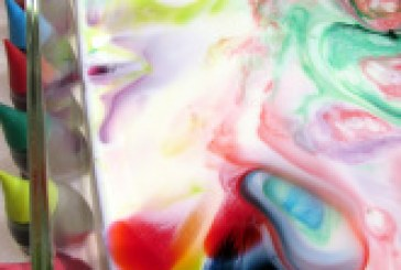 پخش کردن رنگها آزمایش کشش سطحی