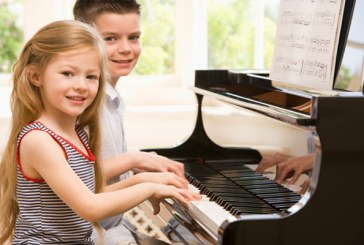 تشویق کودکان در تمرین موسیقی
