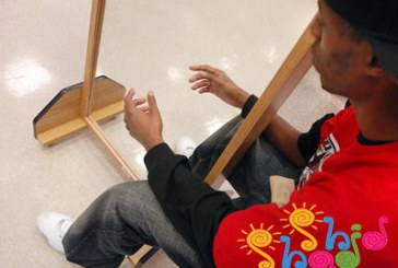 آزمایش آینه ها برای ایجاد حس خیالی