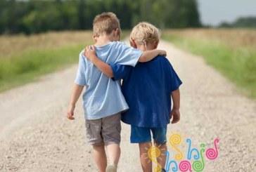 دوست خوب بودن را چطور به کودکان پیش دبستانی یاد بدهیم