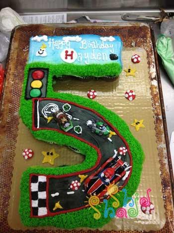 کیک تولد با اسباب بازی